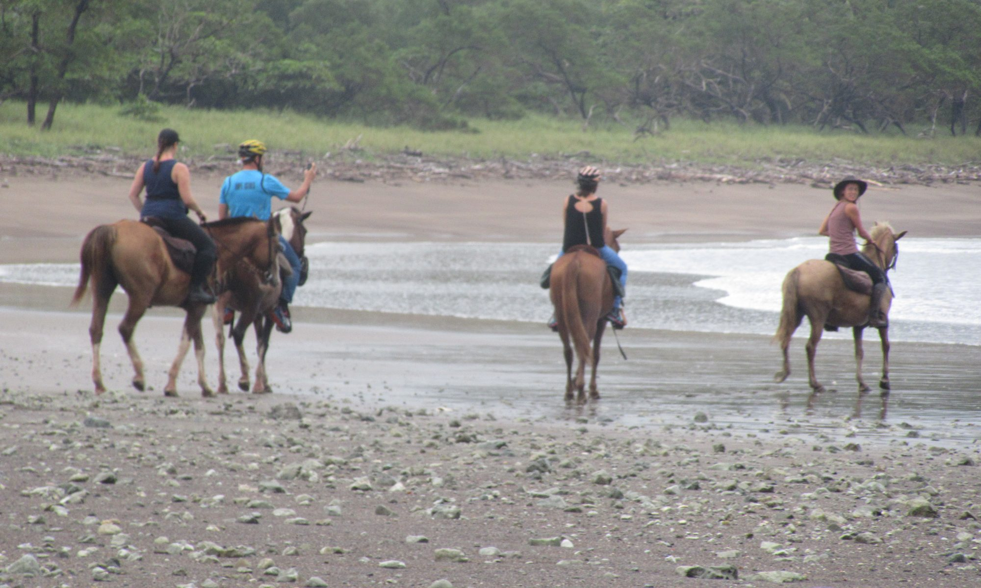 Horseback riding at the beach in Sámara with Costa Rica trips